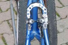 Blick von hinten auf das anti shock-frame mit MTB